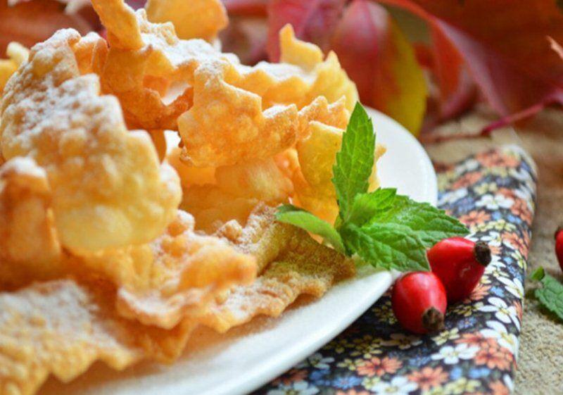 Рецепт вкусного хрустящего хвороста в домашних условиях